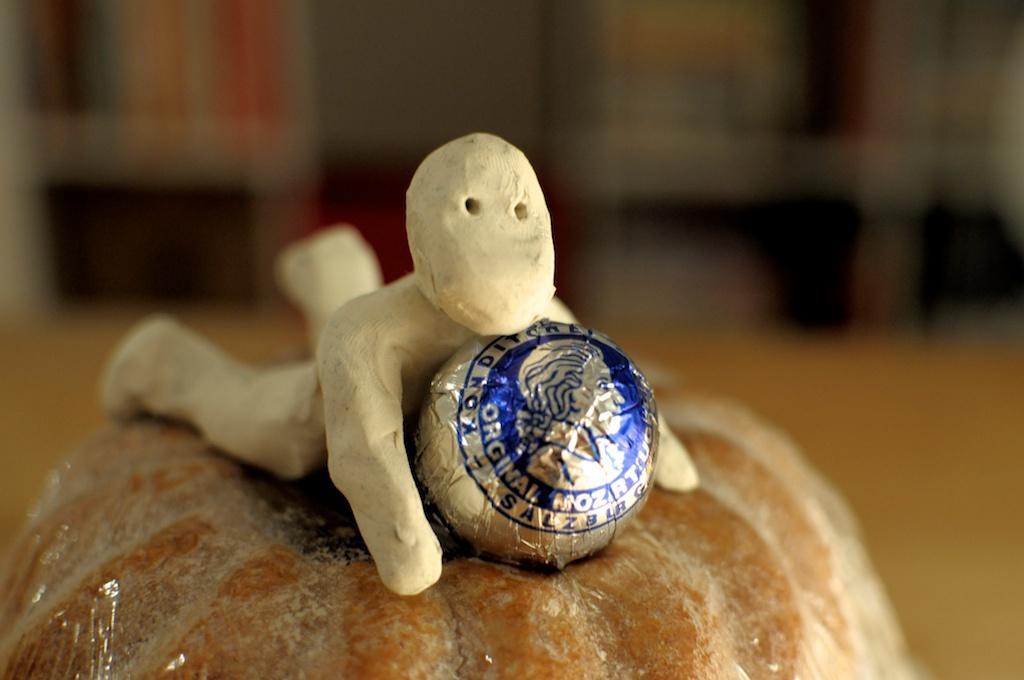 Be Creative #162 - Anouk and the Guglhupf, © Ines Häufler, 2011