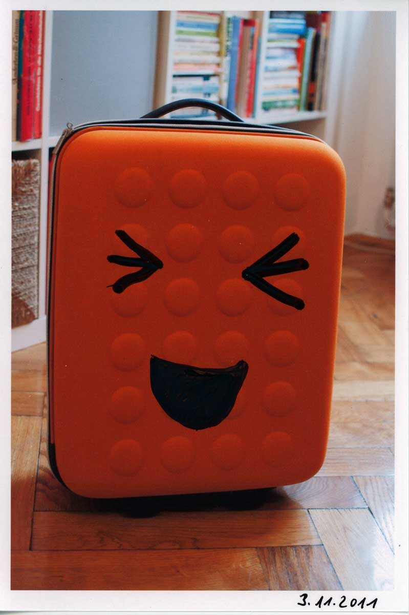 Be Creative #307 - My suitcase is laughing at me!, © Ines Häufler, 2011