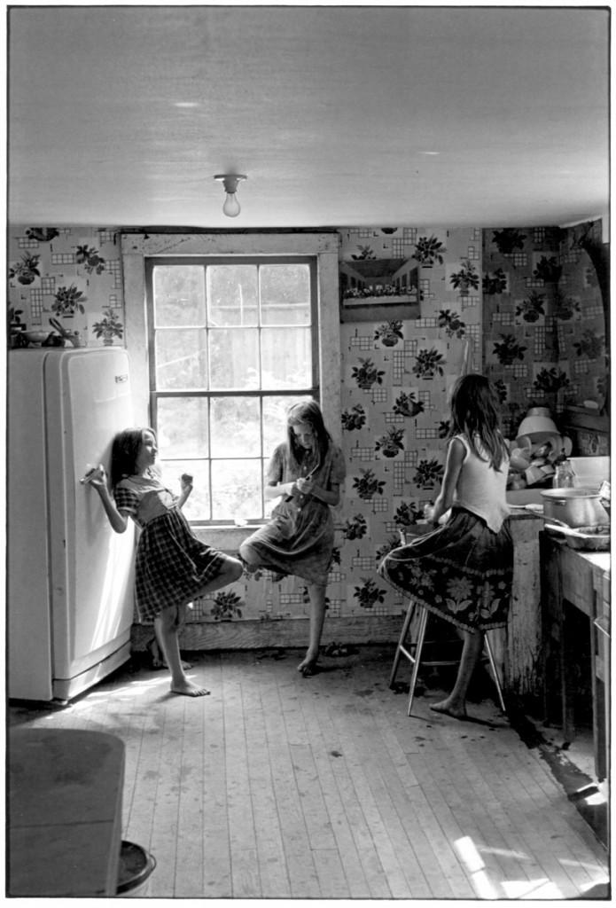 Three girls in kitchen, © William Gedney