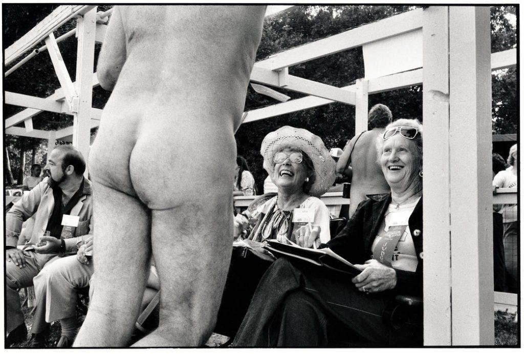 """Foto: Elliott Erwitt - """"USA. California. Bakersfield. 1983."""""""
